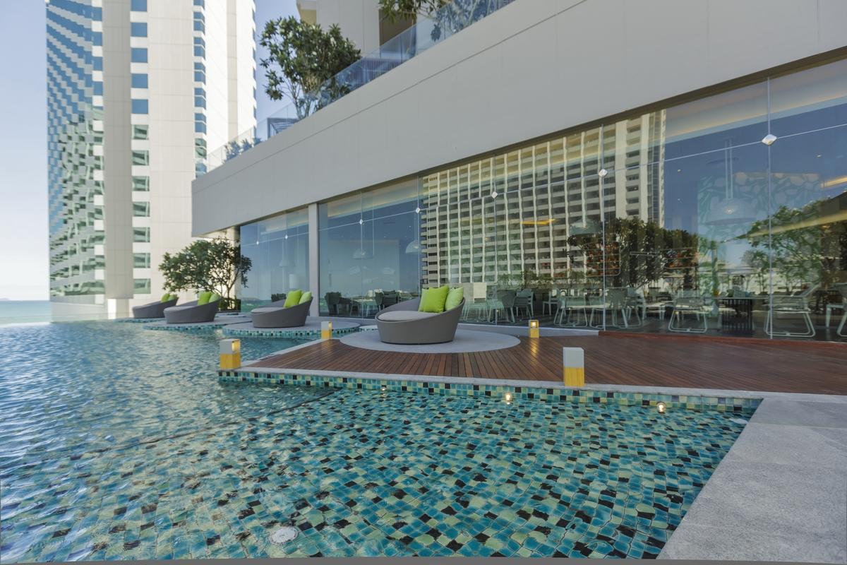 Holiday Inn Amp Executive Tower Pattaya Pl Design